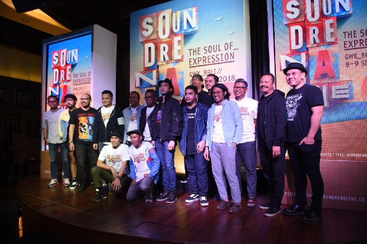 Sesi foto bersama Co-Organizer Soundrenaline 2018, Board of Creators dan Curators serta musisi yang akan tampil pada Soundrenaline 2018 The Soul of Expression 8-9 September di GWK Bali (Soundrenaline)