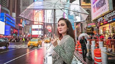 Fashion Luna Maya di New York, dari Formal sampai Kasual