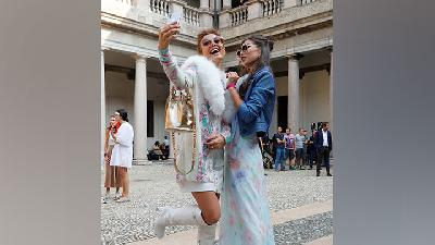 Warna-warni Street Fashion Milan Fashion Week