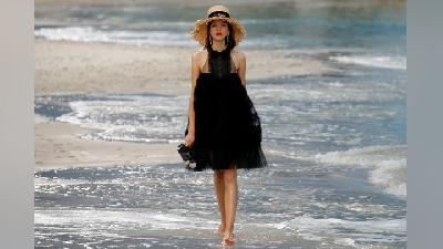 Demi Paris Fashion Week, Chanel Sulap Gedung Jadi Pantai