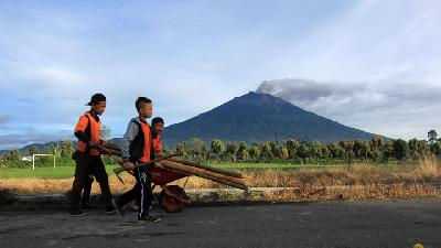 Mount Kerinci Erupts; PVMBG Status on Alert II