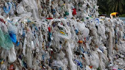 Malaysia Working to Clear Hundreds of Plastic Waste Shipments