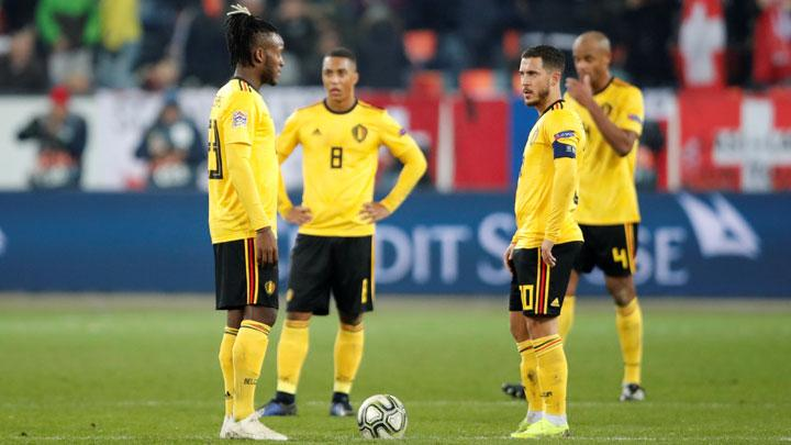 Ekspresi pemain Belgia, Eden Hazard, Dedryck Boyata dan rekan setimnya setelah Swiss mencetak gol kelima dalam pertandingan League A, UEFA Nations League di Swissporarena, Lucerne, 19 November 2018. REUTERS/Arnd Wiegmann