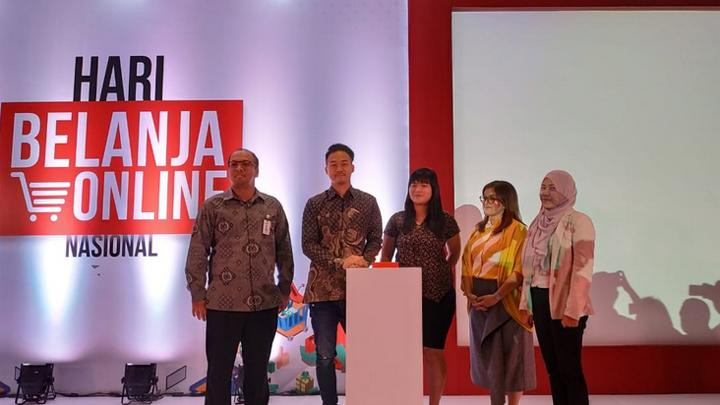 (Kiri-kanan) VP Credit Card Group Bank Mandiri, Haris Budiman, Ketua Panitia Harbolnas 2018, Indra Yonathan dan Chief Marketing Officer Midtrans, Diera Yosefina Hartono saat meluncurkan kegiatan Harbolnas 2018 di Le Meridien, Jakarta Pusat, Rabu, 5 Desember 2018. Tempo/Dias Prasongko