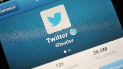 Twitter Tumbles on Concerns About Hacking Activity