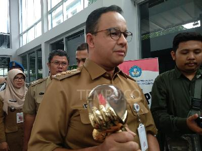 Anies Baswedan Raises Two-finger Pose, Gerindra: Not Campaigning