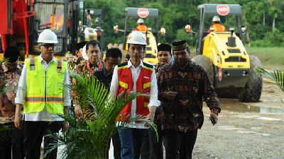 Jokowi Request Regional Assistance in Trans-Sumatera Toll Road