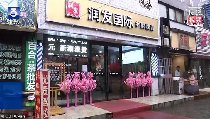 Runfa Hair Salon di kota Wuxi, Cina.[Daily Mail]