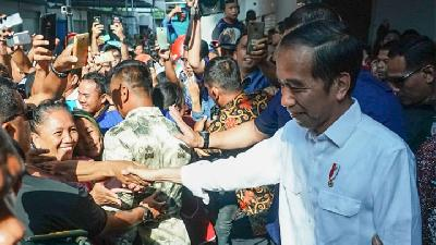 Jokowi: Lack of Corn Supply Prompts Higher Chicken Prices