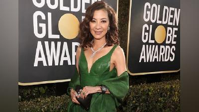 Michelle Yeoh Pakai Cincin Crazy Rich Asians ke Golden Globe 2019
