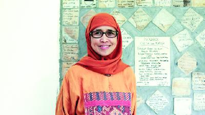 Nani Zulminarni: Empowering Widows to be Independent