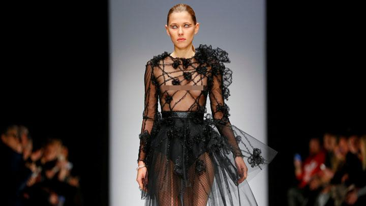 Deretan Gaun Transparan Karya Irene Luft di Berlin Fashion Week