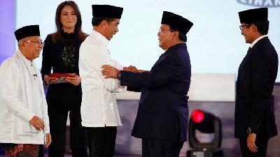 Jokowi, Prabowo Spar over Corruption, Law in Debate