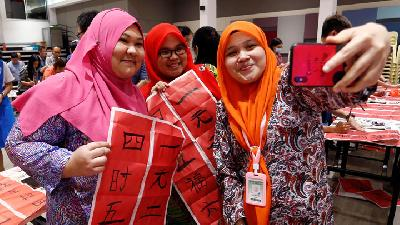 Hundreds Student Celebrate Lunar New Year in Malaysia