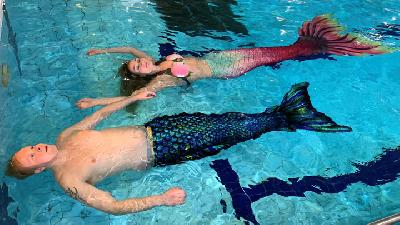 Finns With Fins Make a Splash at Mermaiding Classes