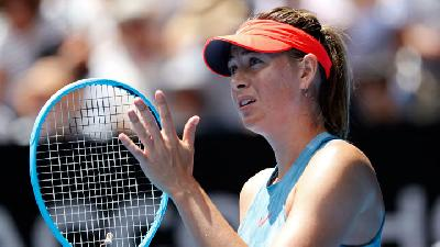 Sharapova Beaten by Barty in Fourth Round Australian Open