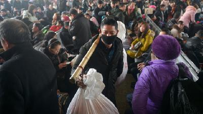 Lunar New Year Travel Rush Begins in China