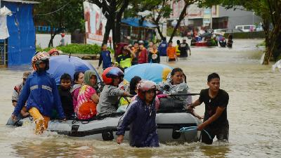 26 Dies in South Sulawesi Flood