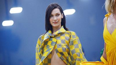 Bella Hadid Paling Bahagia saat Fashion Week