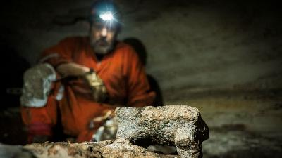 Mexican Archaeologists Find Mayan Artifacts in Cave