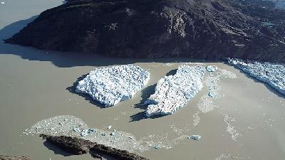Fresh Iceberg Ruptures in Chile's Patagonia Raise Alarm