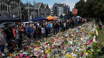 Mourners Visit Makeshift Memorial Four Days after NZ Shootings