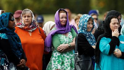 NZ Women Don Headscarves to Support Muslims after Shootings