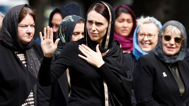 New Zealand's Prime Minister Jacinda Ardern waves as she leaves after the Friday prayers at Hagley Park outside Al-Noor mosque in Christchurch, New Zealand March 22, 2019. Most victims of New Zealand's worst mass shooting were migrants or refugees from countries such as Pakistan, India, Malaysia, Indonesia, Turkey, Somalia, Afghanistan and Bangladesh. REUTERS/Edgar Su