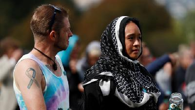 Thousands Attend New Zealand Vigil to Honor 50 Mosque Dead