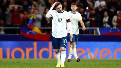 Messi Injured on Return as Argentina Lose 3-1 to Venezuela