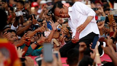 Images of Jokowi Kicks Off Public Campaign in Banten with Style