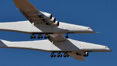World's Largest Airplane Makes First Flight over California