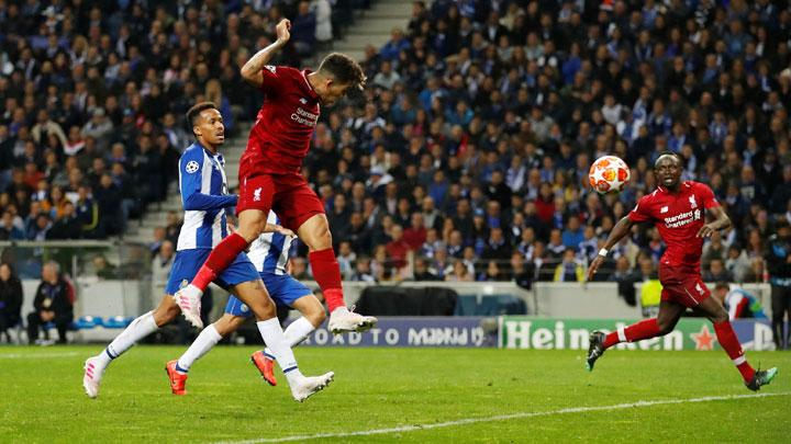 Liverpool's Roberto Firmino scores their third goal during match Champions League Quarter Final Second Leg between FC Porto v Liverpool at Estadio do Dragao, Porto, Portugal, April 17, 2019. Action Images via Reuters/Andrew Boyers