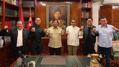 Prabowo, Dahlan Iskan, and Kyai Meet for Talks of Election Fraud