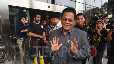 KPK to Quiz DPR Sec-Gen in Garlic Import Bribery Case