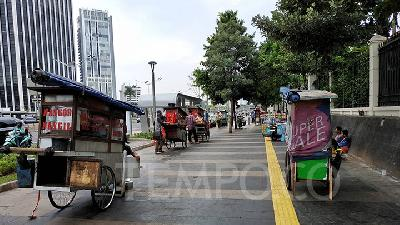Jakarta Lobbies Building Owners to Take In Street Vendors