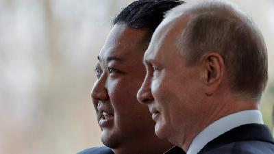 Images of Kim Jong Un Meets Vladimir Putin in Russia