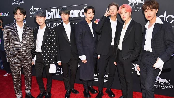 BTS tampil di atas karpet merah Billboard Music Awards. dailymail.co.uk