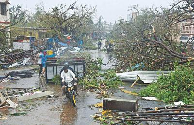Cyclone Kills at Least 82 in India and Bangladesh