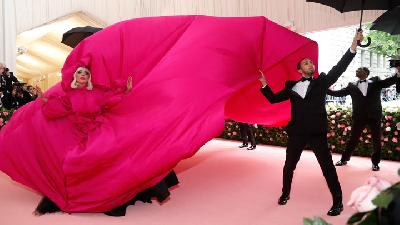 Lady Gaga Wows On 'Pink' Carpet at Met Gala With Four Outfits