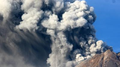 Mount Sinabung Erupts on Monday Morning