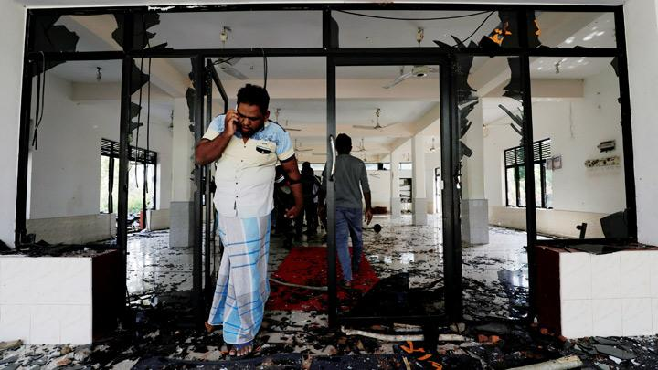 Sri Lanka Imposes Nationwide Curfew as Mobs Attack Mosques