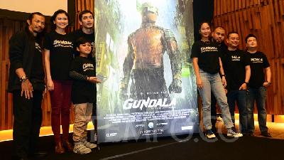 Gundala, Director Joko Anwar Talks about the Superhero's Costume