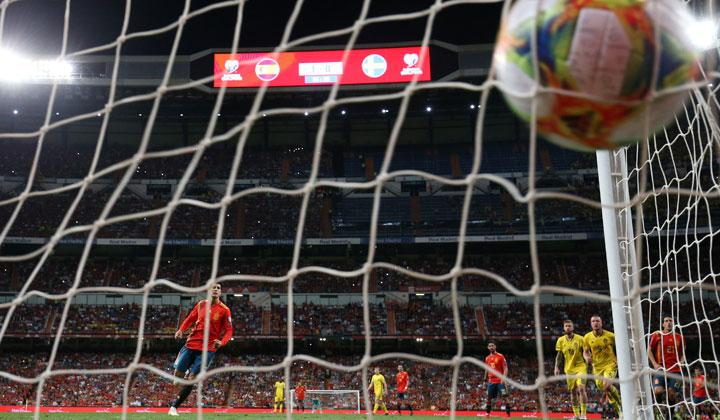 Spain's Alvaro Morata scores their second goal from the penalty spot during the match Euro 2020 Qualifier Group F between Spain vs Sweden at Santiago Bernabeu, Madrid, Spain, June 10, 2019. REUTERS/Sergio Perez