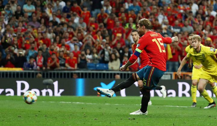 Spain's Sergio Ramos scores their first goal from a penalty during the match Euro 2020 Qualifier Group F between Spain vs Sweden at Santiago Bernabeu, Madrid, Spain, June 10, 2019. REUTERS/Sergio Perez
