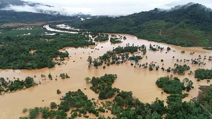 An aerial od trans sulawesi road is submerged by flash floods in North Konawe, Southeast Sulawesi, Sunday, June 9, 2019. Due to high rainfall intensity, the Lasolo River overflows and causes flash floods.  1,054 flooded houses, force 4,809 people evacuate. The trans Sulawesi road which connects Southeast Sulawesi-Central Sulawesi is cut off. ANTARA/Oheo