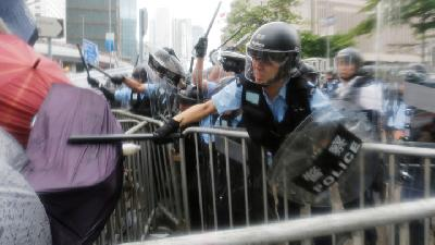 Hong Kong Police Fire Rubber Bullets as Protests Turn to Chaos