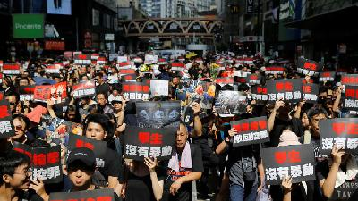 Thousands Rally to Demand Hong Kong Leader`s Exit
