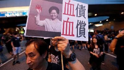 Hong Kong Protesters Demand Leader Lam Step Down
