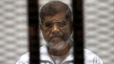 Egypt's Ousted President Mursi Dies after Collapsing in Court